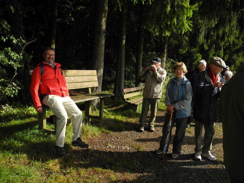 300 Wanderer erleben abwechslungsreiches Programm mit Manuel Andrack