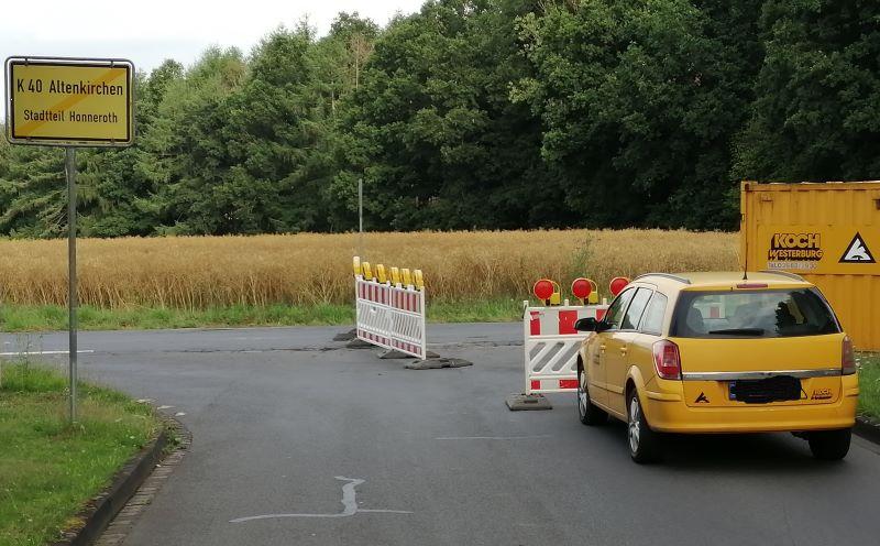 Eng und unübersichtlich ist es, wo die Büchnerstraße auf die K 40 in Altenkirchen-Honneroth trifft. (Foto: hak)