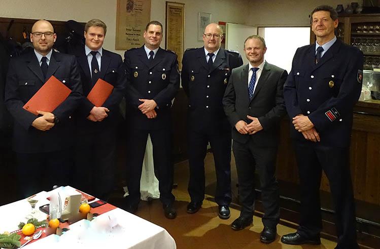 Feuerwehr Heimbach-Weis feiert, befördert und ernennt