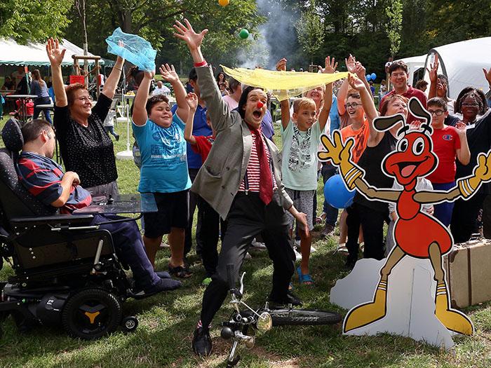 Mehr als 350 Bürger feiern Begegnungsfest unter Regenwolken