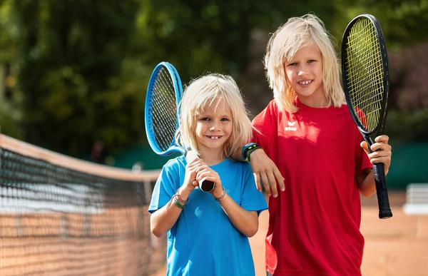Kinder unter 12 Jahre erhalten einen Tennisschläger geschenkt. (Foto: DTB)