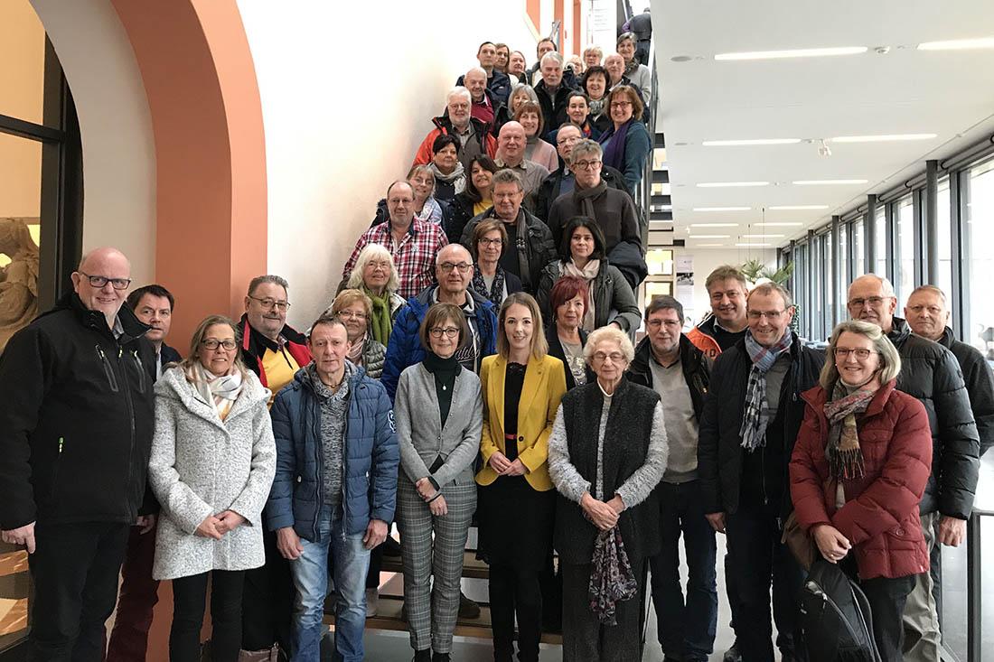 Ellen Demuth begrüßt große Besuchergruppe in Mainz