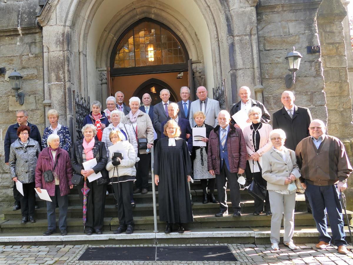 Zur Jubelkonfirmation in die Betzdorfer Kreuzkirche