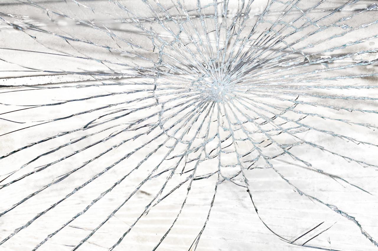 Zeugen gesucht: Steinewerfer in Betzdorf beschädigen fahrendes Auto