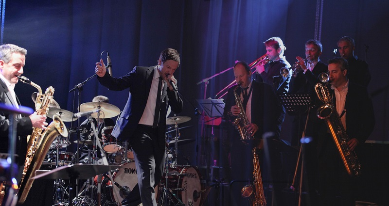 Street Life-Big-Band swingt mit Konzert-Show in die Festtage