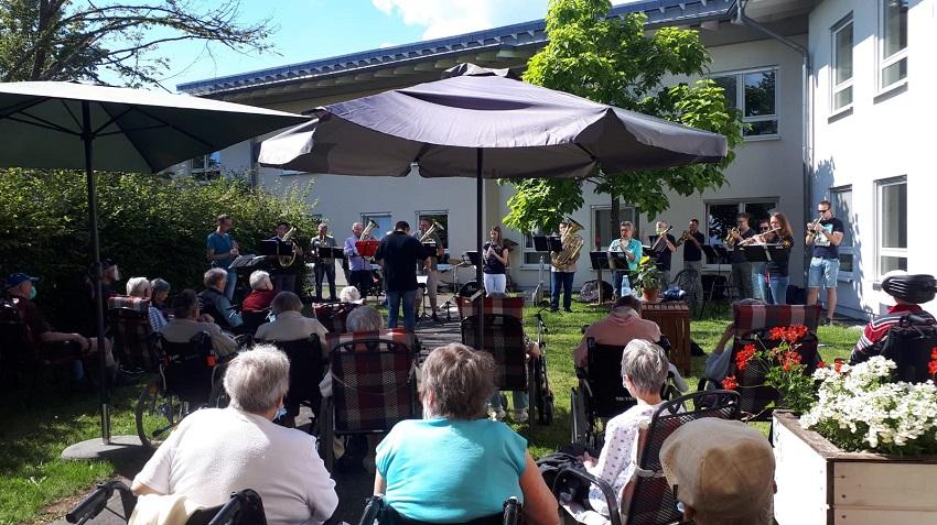 Bindweider Musiker erfreuen Bewohner des St. Vinzenzhauses