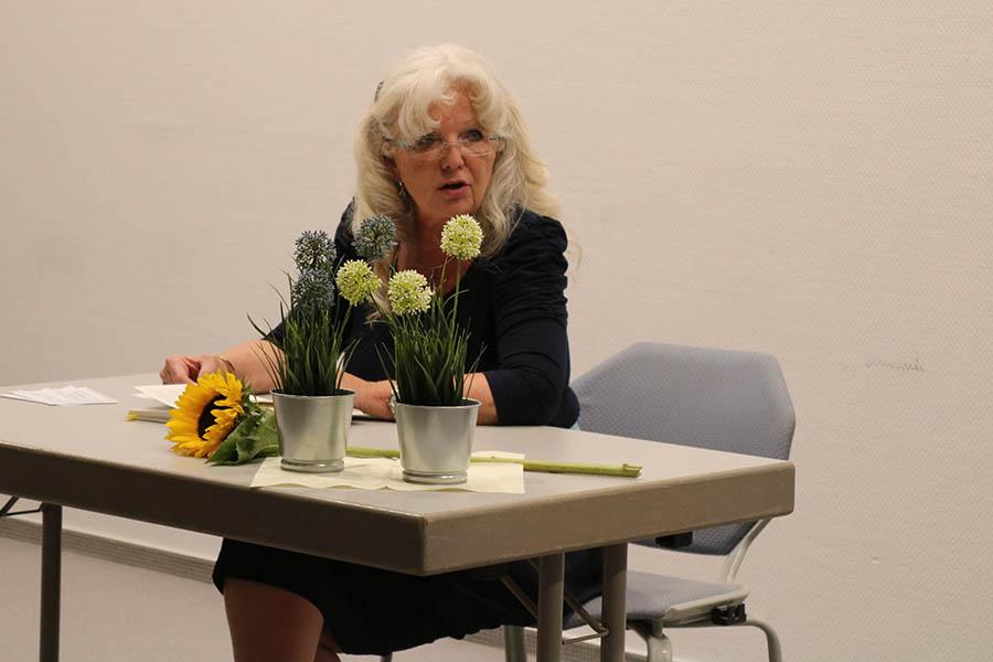 """Premierenlesung """"Am Windtelefon"""" mit Marie Luise Blanke"""