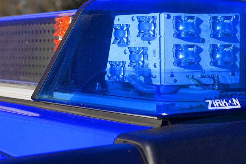 Leicht verletzte Fahrerin rutschte nach Kollision mit Leitplanke in Teich