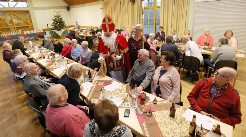 Blocker Senioren feiern Weihnachten und begrüßen den Nikolaus
