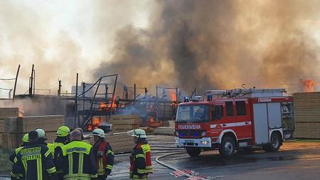 Das Sägewerk Koch  in Langenbach bei Kirburg ist abgebrannt. (Foto: RS-Media)