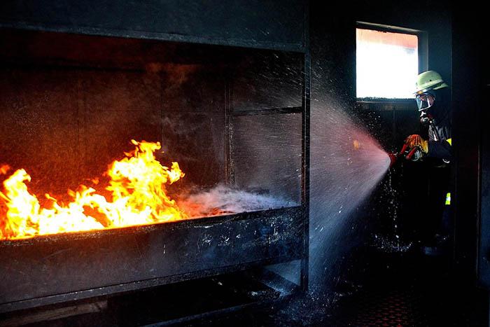 Ausbildung im Brandcontainer. Foto: Feuerwehr