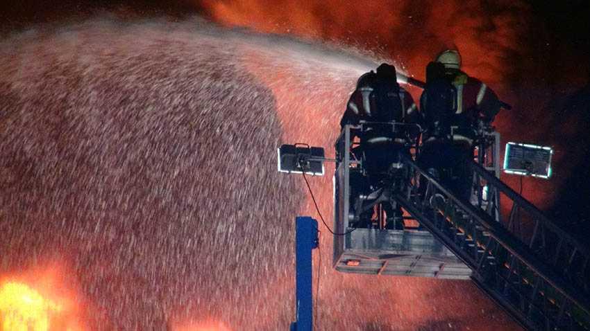 Großbrand eines Reifenlagers in Ransbach-Baumbach