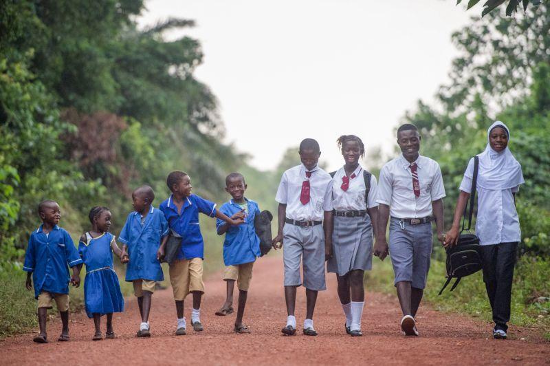 Schülerinnen und Schüler in Afrika. Foto: privat