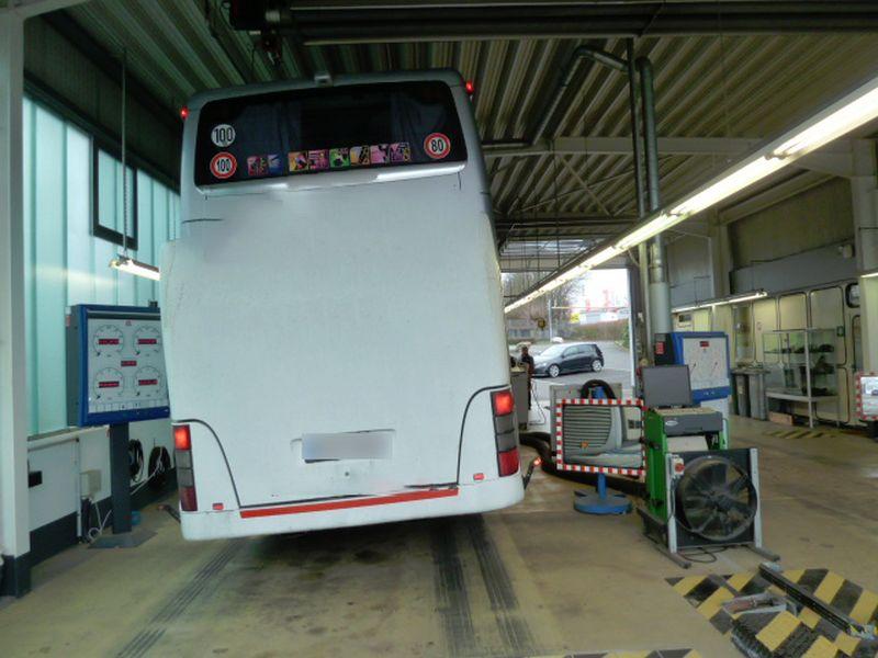 Zwei Busse eines Unternehmens aus dem Verkehr gezogen