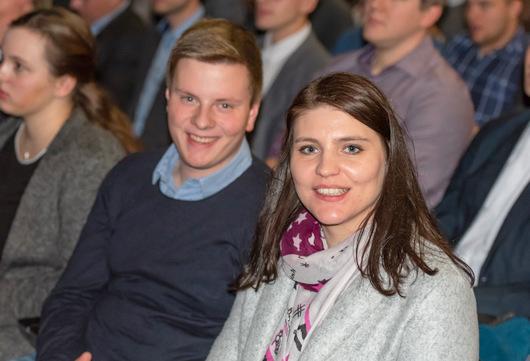 Waren unter den 4.000 CDU-Mitgliedern bei der Regionalkonferenz in Düsseldorf: die CDU-Kreisvorstandsmitglieder Christian Behler und Sarah Baldus. (Foto: CDU)