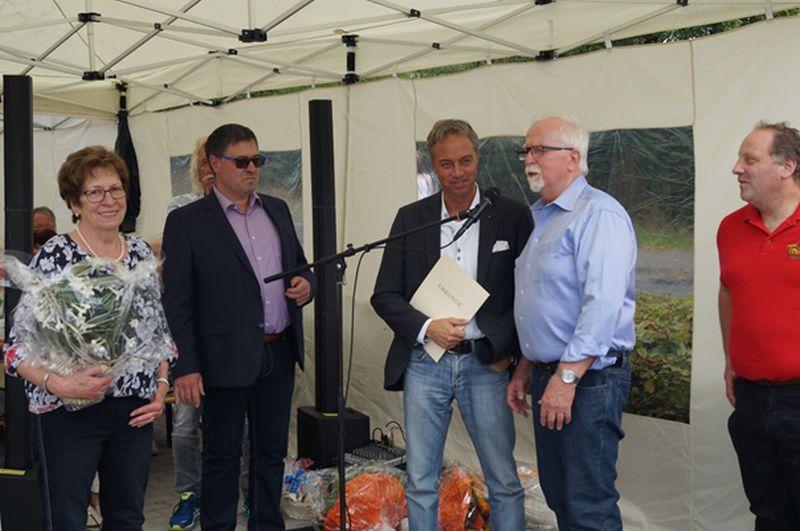 Von links nach rechts: Frau Rehn, Ortsbürgermeister Berleth, Bürgermeister Merz, Herr Rehn und Herr Thier. Foto: privat