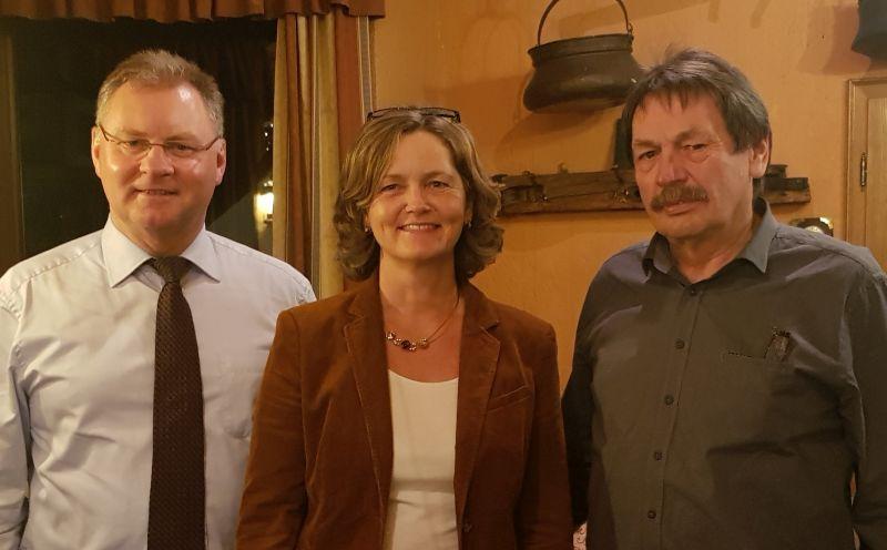 Von links: Viktor Schicker (Vorsitzender CDU-GV Rengsdorf-Waldbreitbach), Carmen Boden, Josef Engels (Vorsitzender CDU Hausen/Wied). Fotos: CDU-Ortsverband Hausen