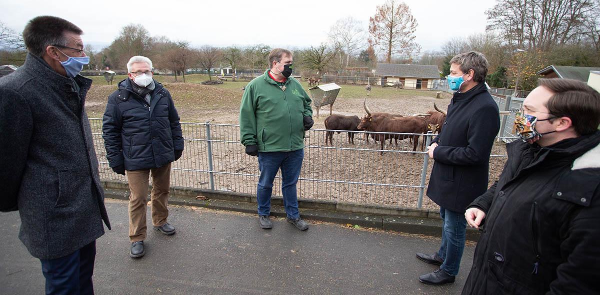 Christian Baldauf kam am Mittwoch in den Zoo Neuwied. Foto: Eckhard Schwabe