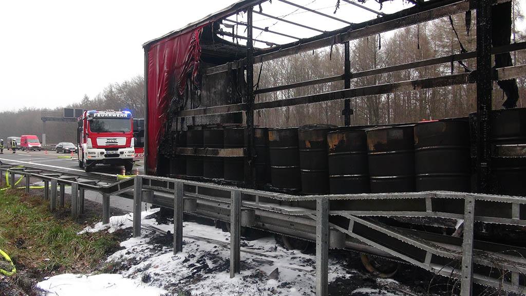 Sattelschlepper geriet auf A 3 in Brand