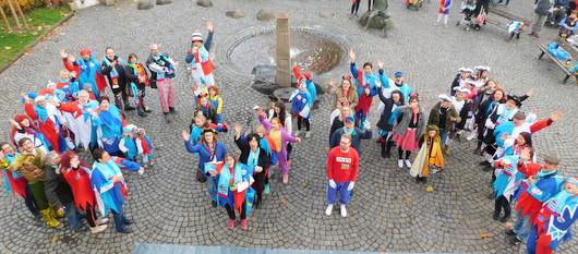 Rathausstürmung: Derwischer Karnevalisten wollen Wurfmaterial gewinnen
