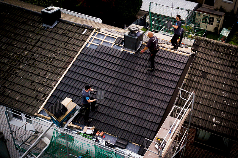 Auch in Corona-Zeiten viel zu tun: Dachdecker sollen mehr Geld für ihre Arbeit bekommen, fordert die IG BAU. Foto: IG Bau