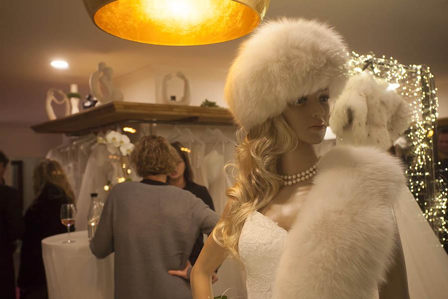 Geschäft für Braut- und Abendmode eröffnet in Raubach
