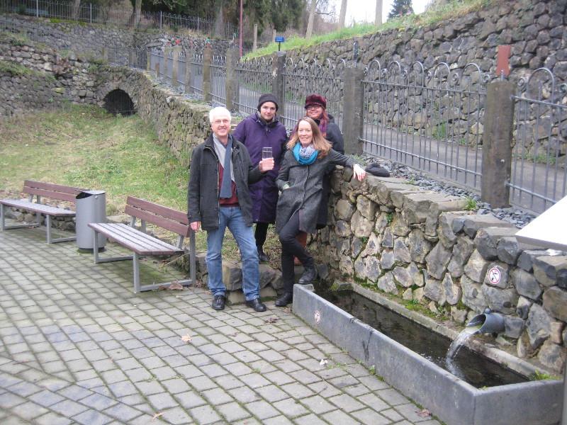 Dattenberger Antoniusbrunnen: Grüne untersuchen Quellwasser