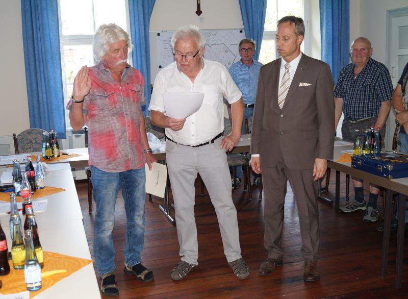 V.l.n.r. Neuer Ortsbürgermeister Günter Kuhn, Alter Ortsbürgermeister Klemens Lahr, Bürgermeister der Verbandsgemeinde Michael Merz. Fotos: privat