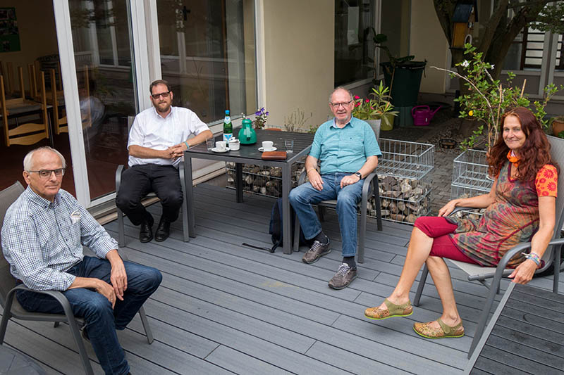 Die Gruppe bestehend aus Georg Schuhen, Pastor Oliver Seis, Josef Freise und Janine Timm (v. links) tauscht sich regelmäßig aus. Foto: privat