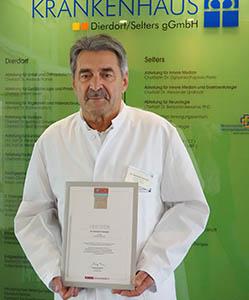 Dr. Reinhold Ostwald, Ärztlicher Direktor Evangelisches Krankenhaus Dierdorf/Selters ist stolz auf die Focus-Auszeichnung. Foto: Krankenhaus