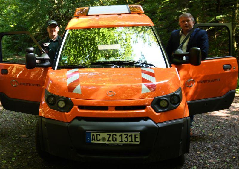 Forstleute wollen mit Post E-Autos fit für den Wald machen