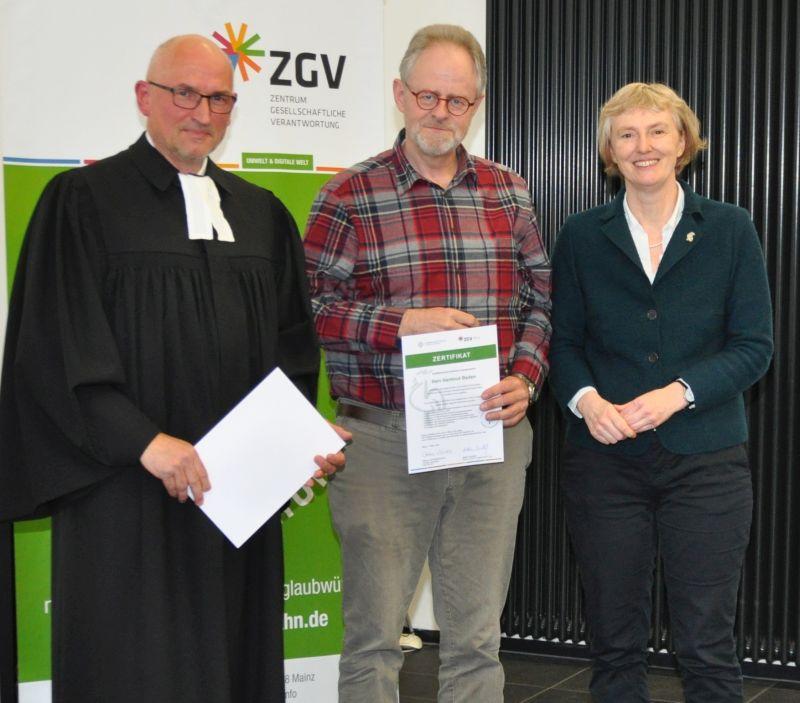 Kirche zertifiziert Hartmut Baden zum Umweltauditor