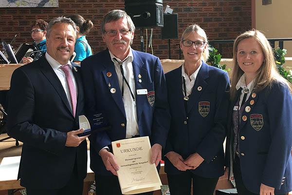 Bürgermeister Breithausen verleiht Ehrenamtspreis