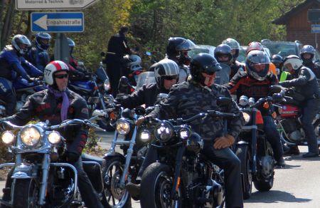 Gotteslob mit Motorrad-Sound: Biker-Gottesdienst in Steinebach