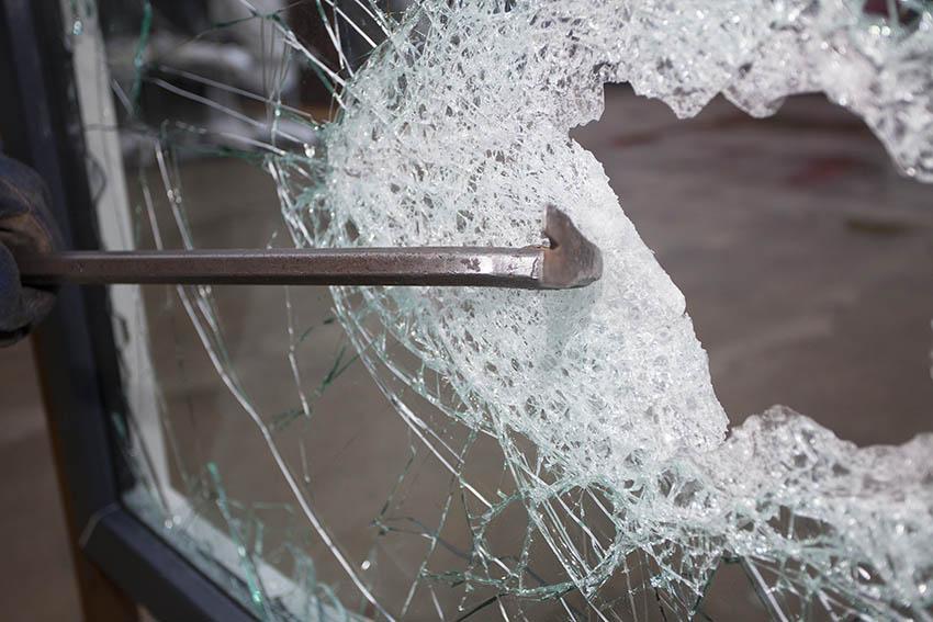 Aufbruch mehrerer Firmenfahrzeuge - Zeugenaufruf