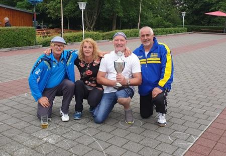 Eisstockschützen holen den Pokal im Schwarzwald