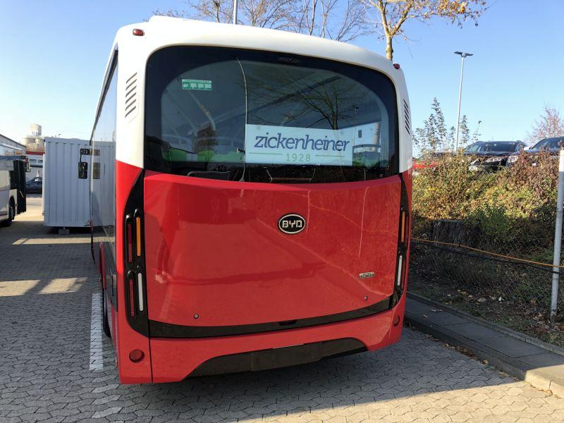 Elektrobus rollt durch Neuwied