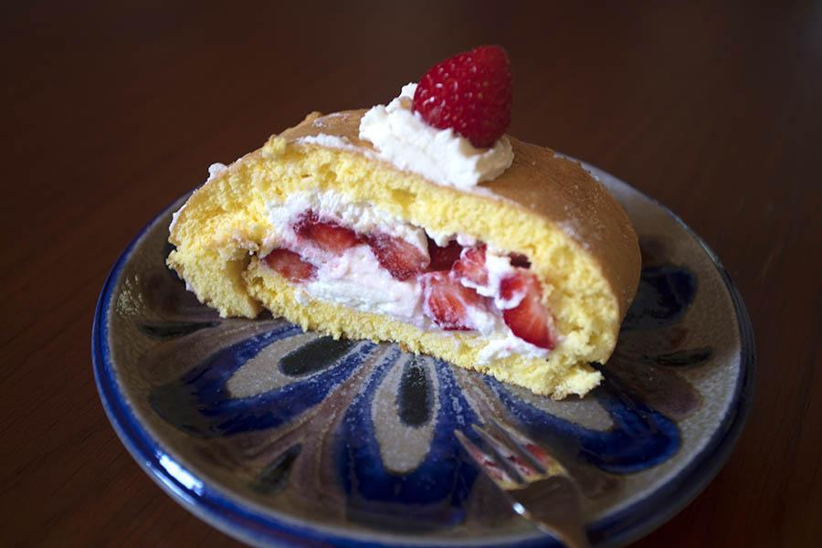 Westerwälder Rezepte: Roulade mit Erdbeer-Sahne-Füllung