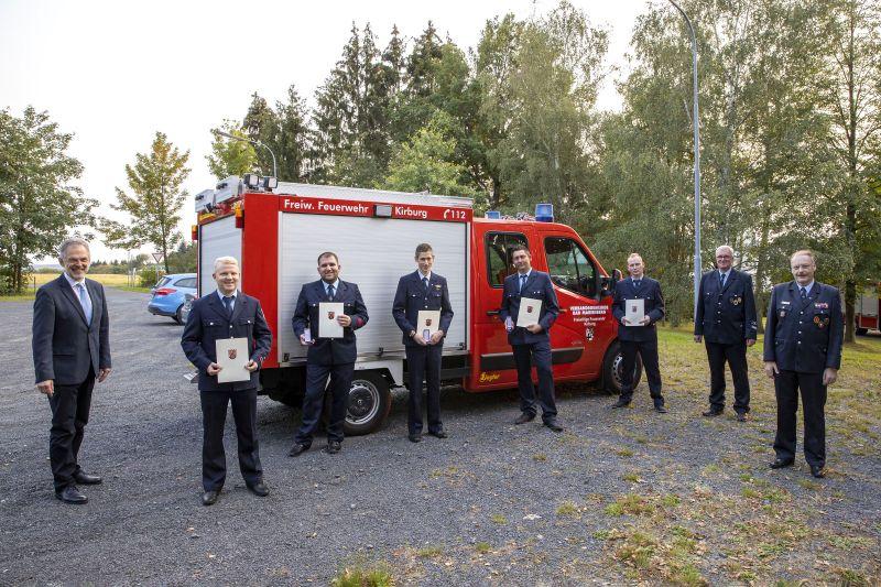 Bronzenes Feuerwehr-Ehrenzeichen an verdiente Wehrleute verliehen