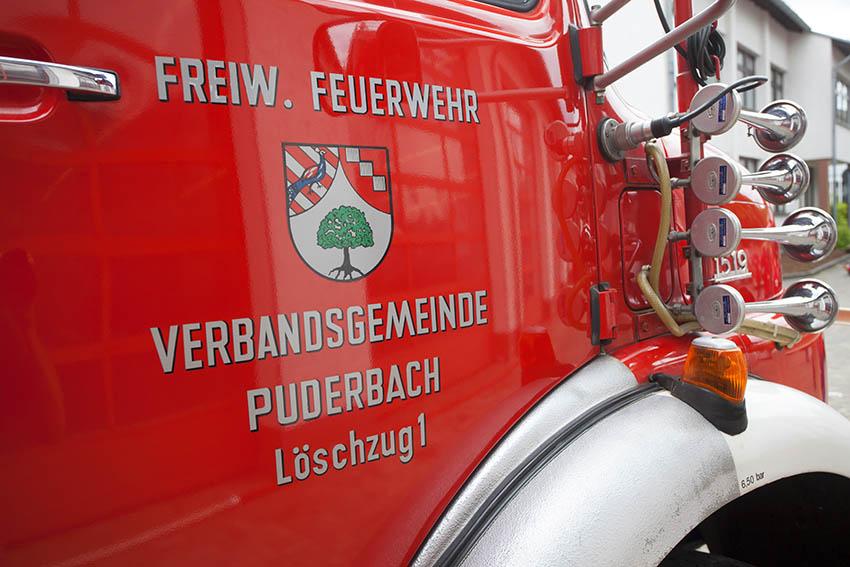 Feuerwehr Puderbach musste Brand in Altkleidercontainer löschen