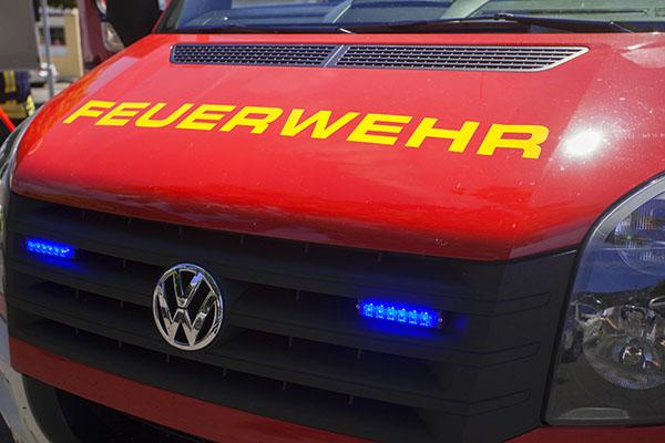 Wiesenbrand und Starkregen verursachten Feuerwehreinsätze