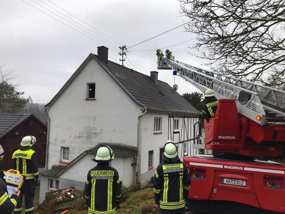 Freiwillige Feuerwehr Hamm r�ckte zu zwei Kaminbr�nden aus