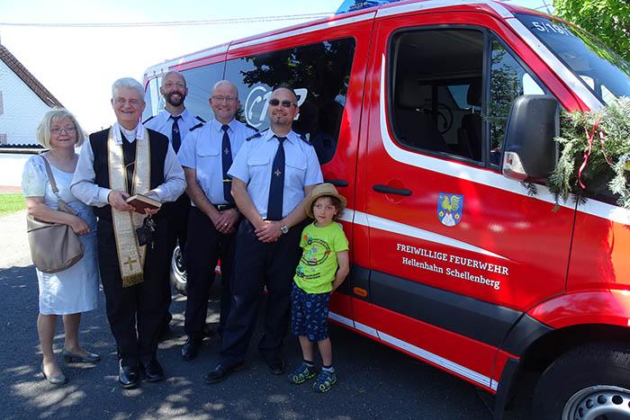 Fahrzeugsegnung bei Feuerwehr Hellenhahn-Schellenberg