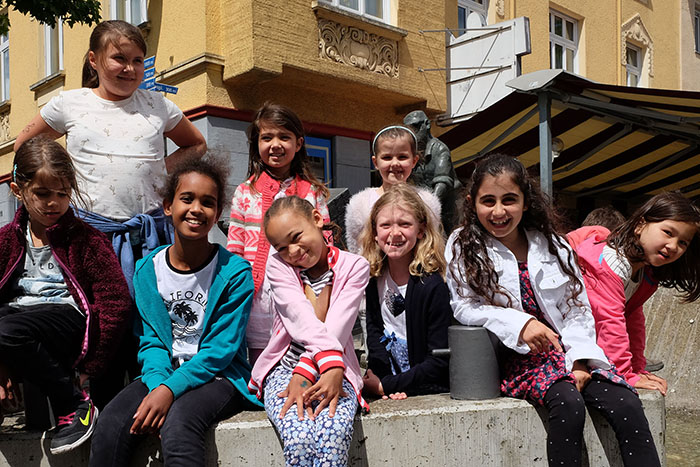 Führung: Mädchen und Jungen gehen in Neuwied auf Zeitreise
