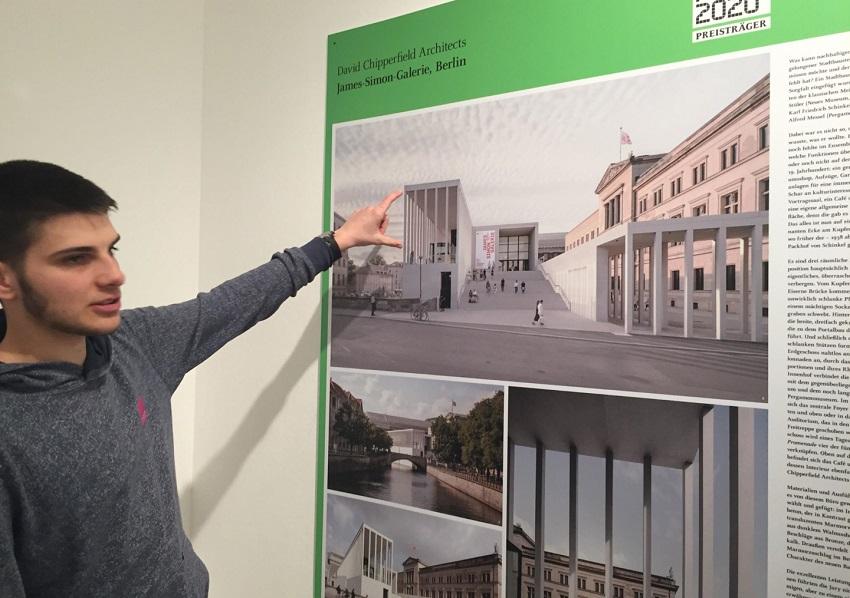 FOS Gestaltung informiert sich im Museum für Architektur (DAM) Frankfurt über innovative Baukonzepte, auch für den ländlichen Raum. (Foto: Schule)