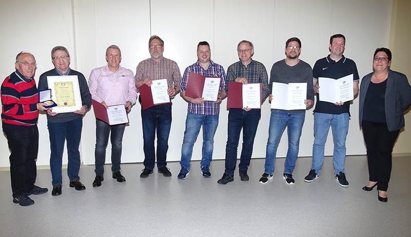 Gleich acht Ehrungen des Fußballverbandes beim SV Hahn