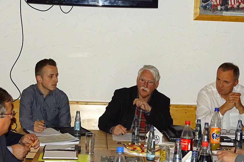Fußballverband Rheinland kommt zu den Vereinen