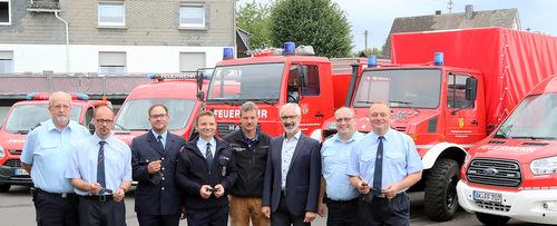 F�nf auf einen Streich: Neue Fahrzeuge f�r die Feuerwehr in der VG Daaden-Herdorf