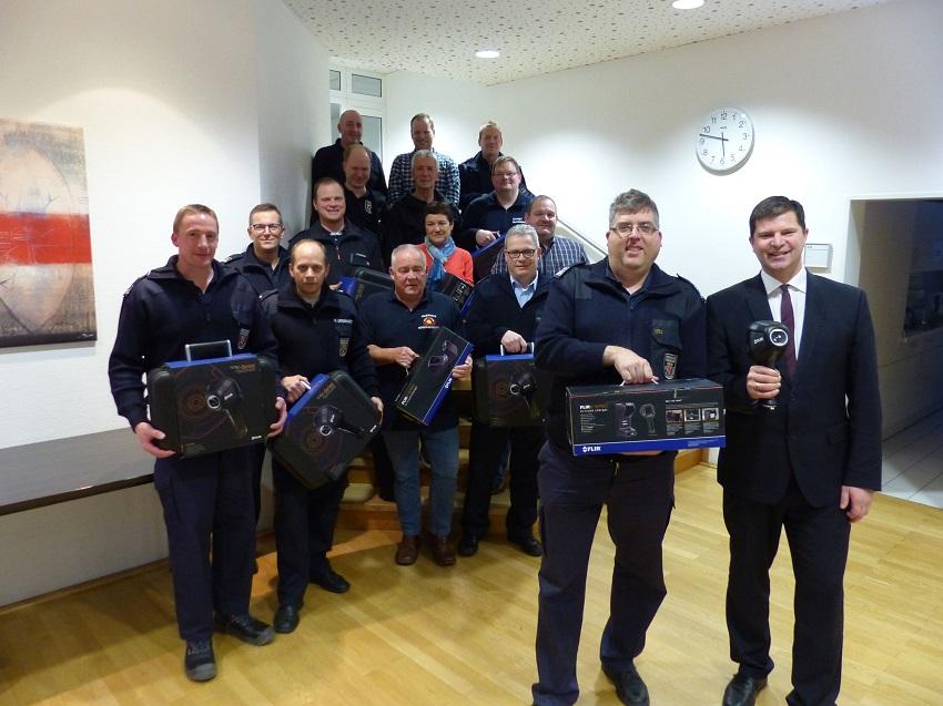 VG-Feuerwehr Kirchen erh�lt sechs W�rmebildkameras