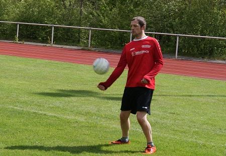 Faustball: Abschlussspieltag der M�nner 19+ des VfL Kirchen